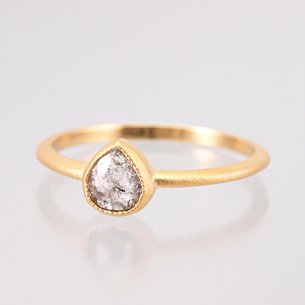 K18 Natural Diamond Ring / Pear Shaped GY